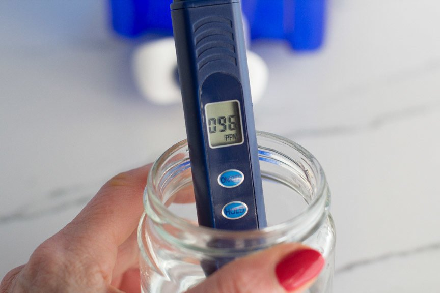 ZeroWater digital stick measuring water quality.