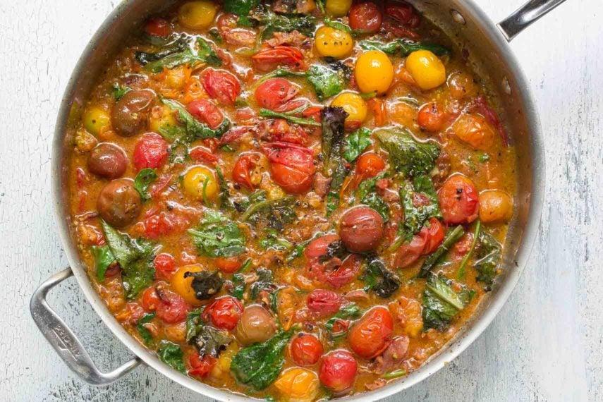 Bacon, lettuce & tomato (BLT) pasta sauce in pan