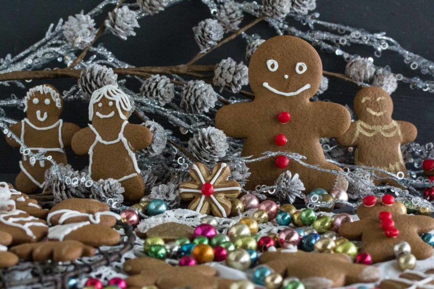 decorated gingerbread people of varying sizes