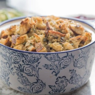 low FODMAP simple sourdough stuffing in a blue and white casserole dish