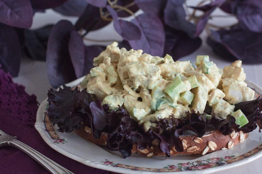 open sandwich of low FODMAP Curried chicken salad with lettuce_