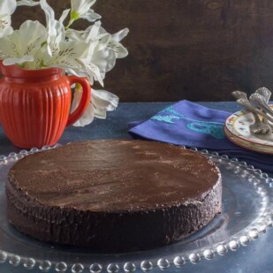 low FODMAP 3 Ingredient flourless chocolate cake