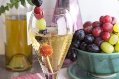 closeup of low fodmap white wine spritzer in a clear glass