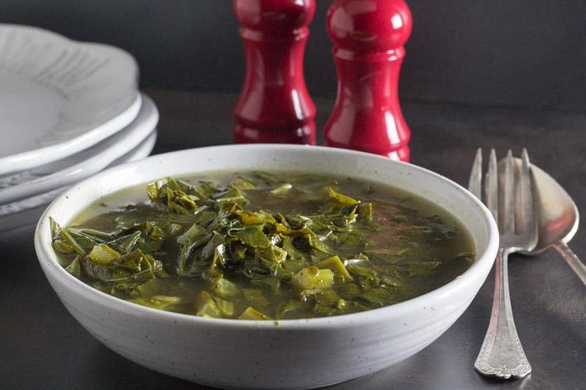 low FODMAP simmered collard greens in speckled bowl