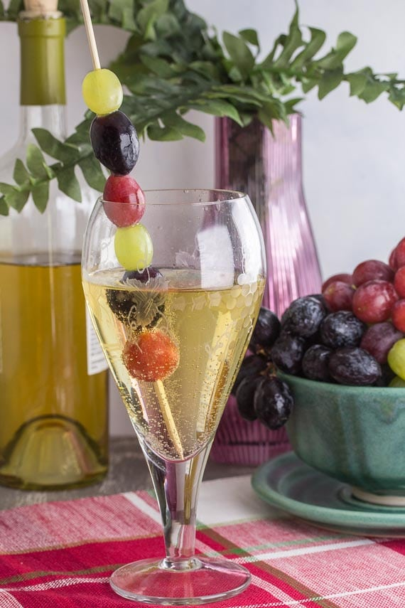 vertical image of low fodmap white wine spritzer