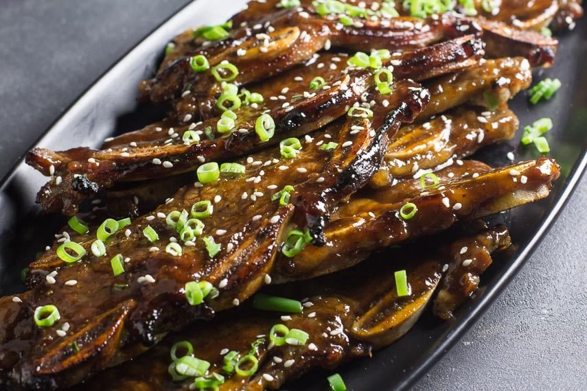 low FODMAP Korean BBQ Short Ribs, closeup on black platter