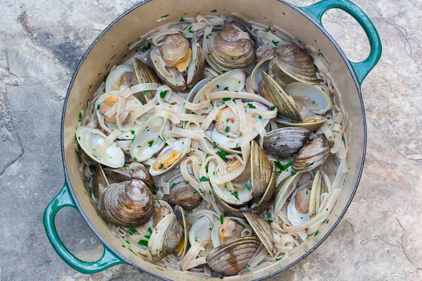 Low FODMAP Pasta with Clams & White Wine Sauce in green pot