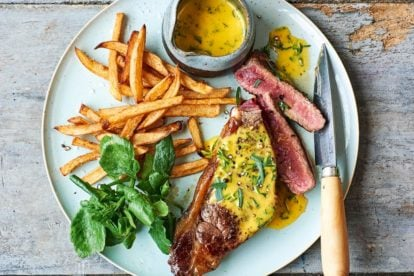 p73 cropped Steak with Béarnaise Sauce & frites