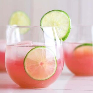 closeup of low FODMAP Blueberry Limeade in clear glasses 2