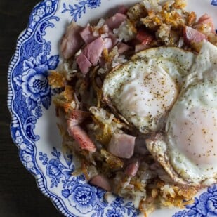 overhead image of low fodmap hash browns with ham and eggs