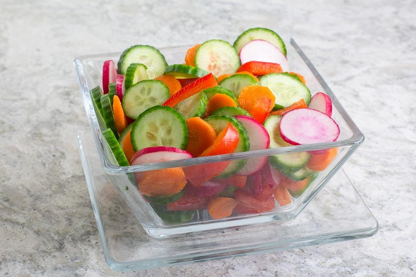 No FODMAP Vegetable Salad in clear square glass bowl