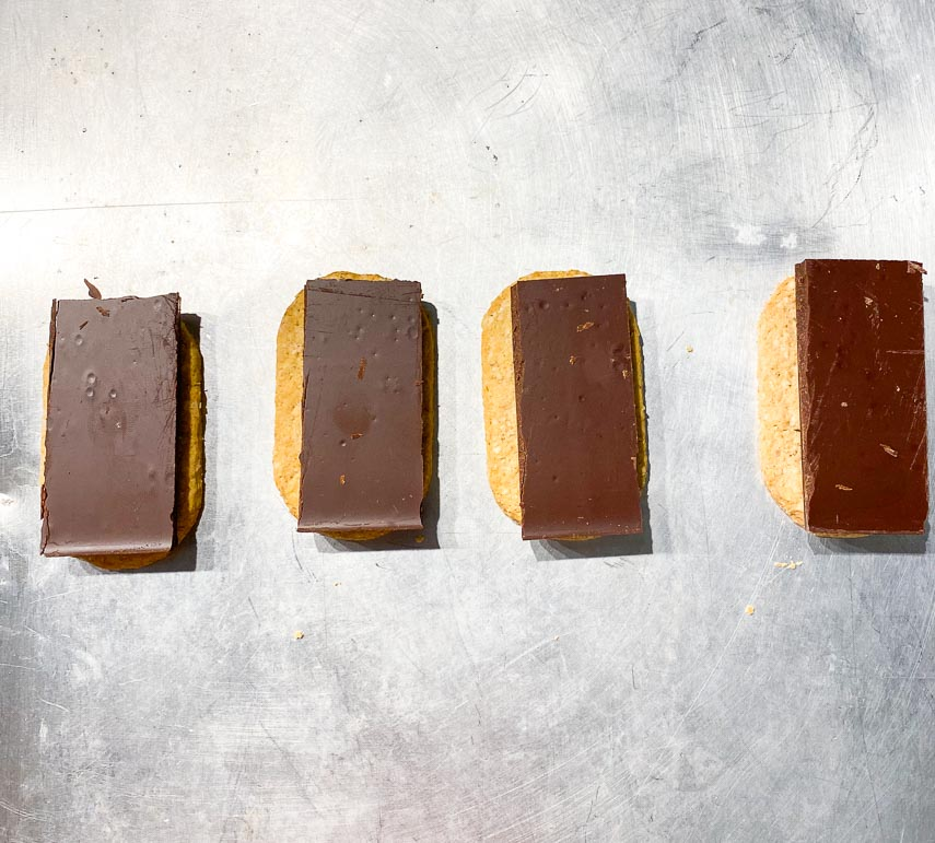 Place chocolate, cut to fit, on graham crackers