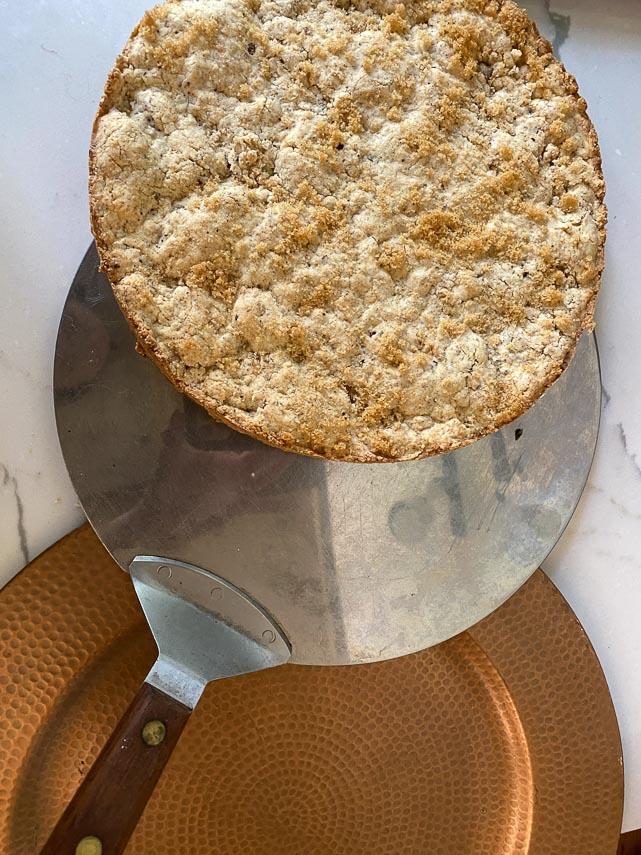 large round cake spatula