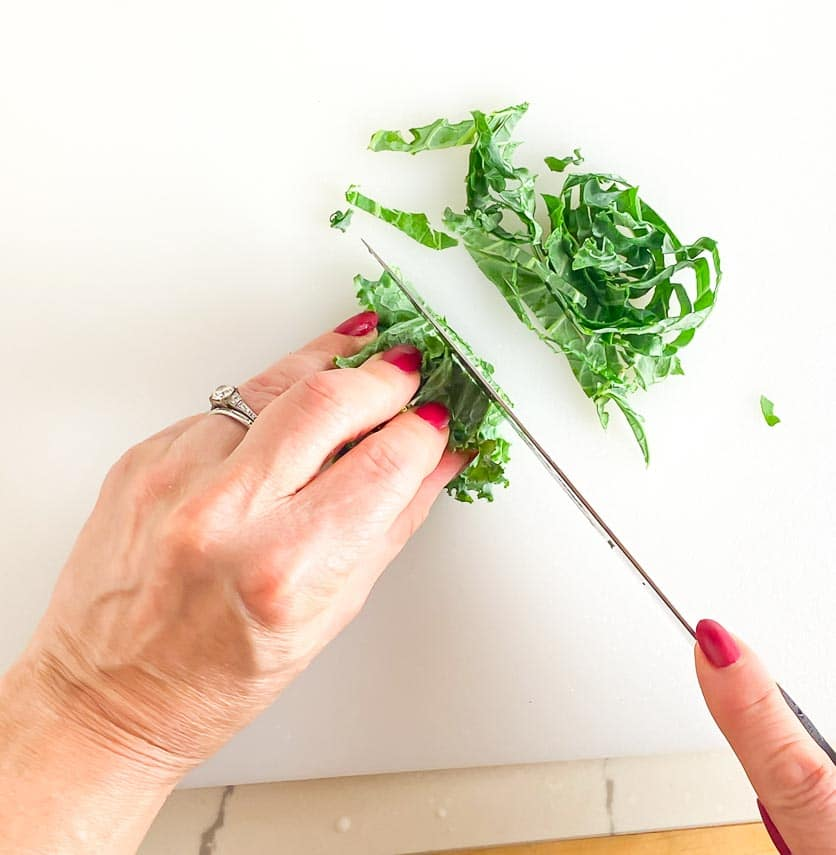 cutting kale into ribbons