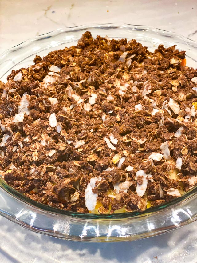 tropical-crisp-with-chocolate-topping-in-glass-pie-plate-ready-to-be-baked
