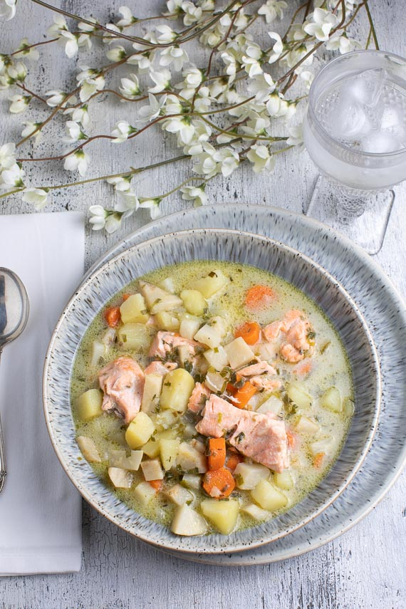 vertical-image-of-low-FODMAP-salmon-chowder-in-a-grey-ceramic-bowl_
