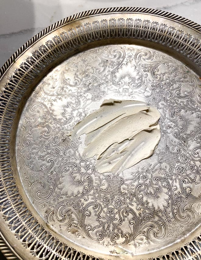 buttercream-spread-through-on-platter