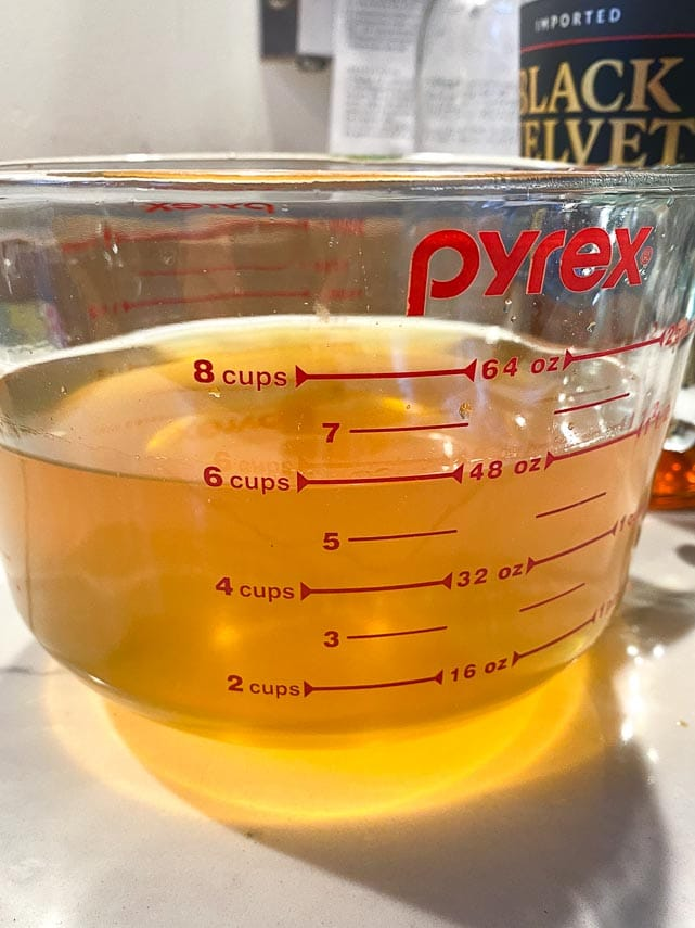 low-fodmap-orange-liqueur-in-measuring-cup