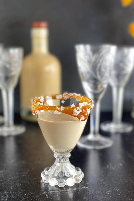 salted-caramel-liqueur-in-decorative-glass-2