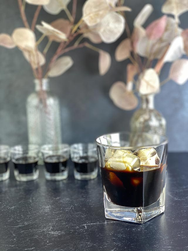Low-FODMAP-Coffee-Liqueur-in-glass-held-in-hand