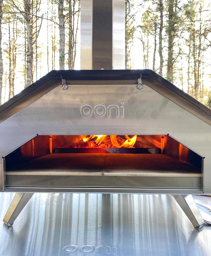 Ooni pizza oven with pizza door in place